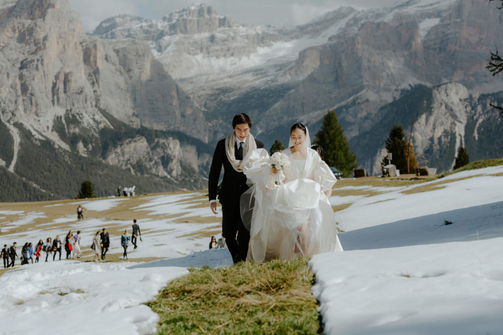 Asian wedding couple in the winter snow