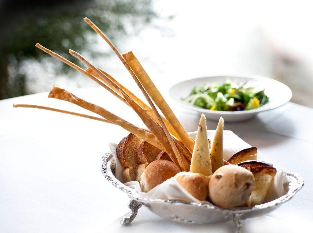 Wedding breadbasket dish