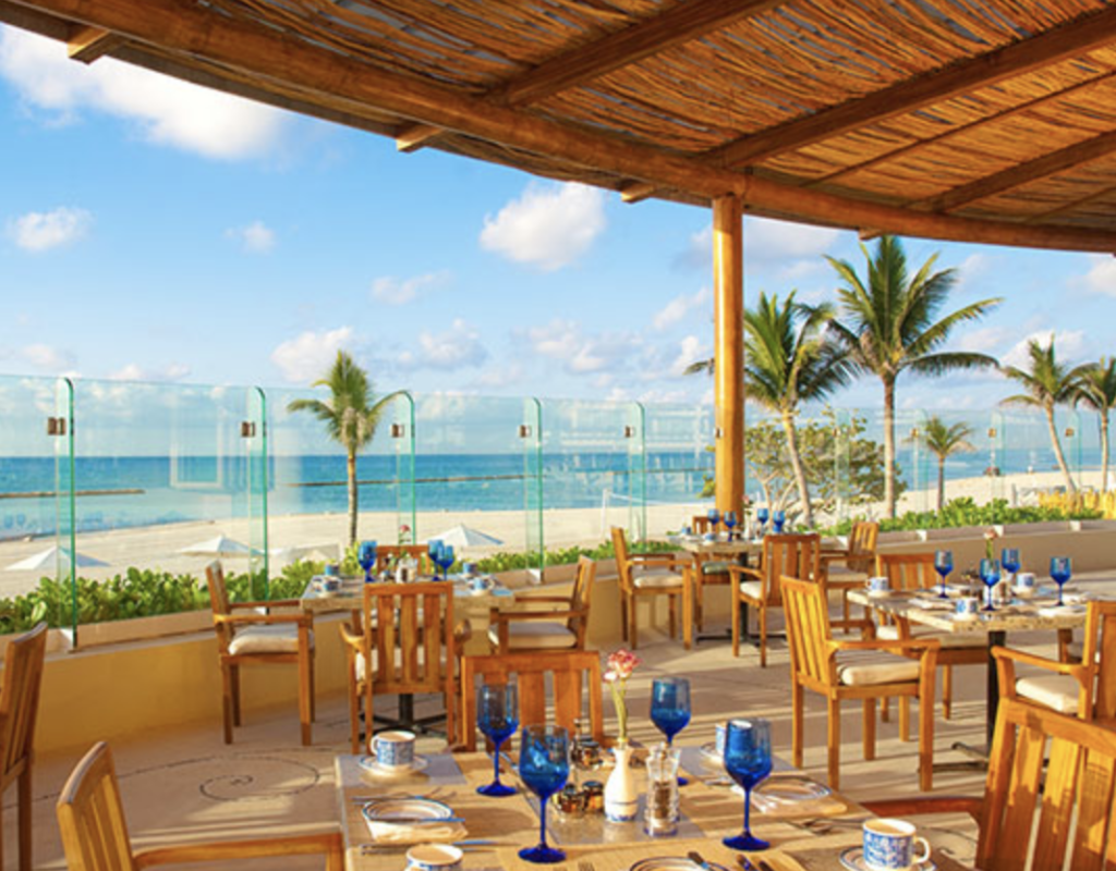 Outdoor dining by the beach