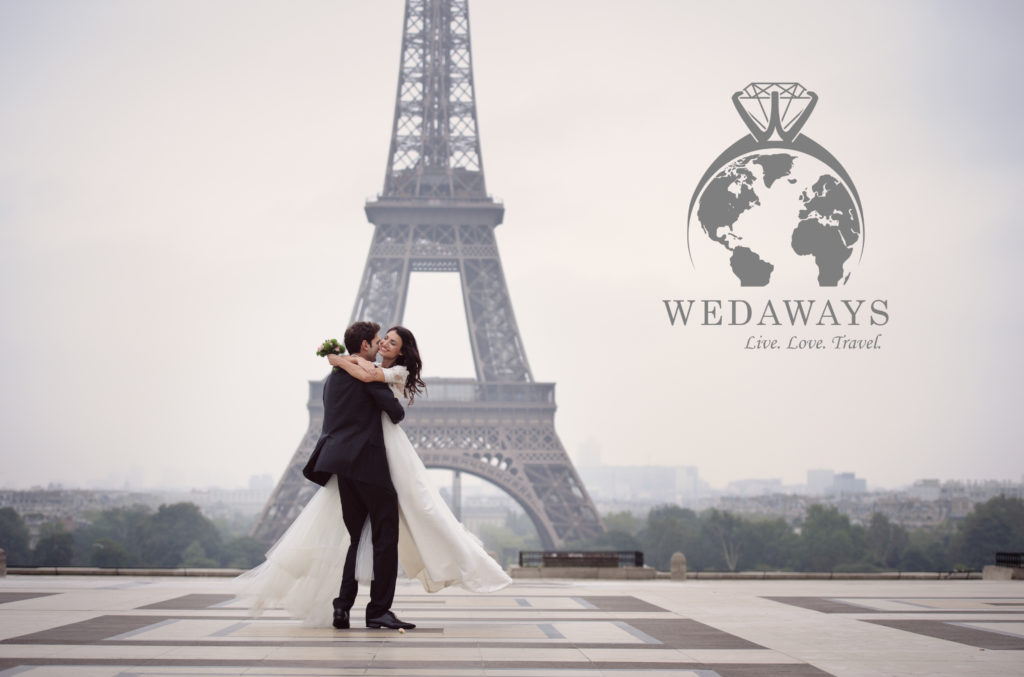 Wedding couple kissing at the Eiffel Tower
