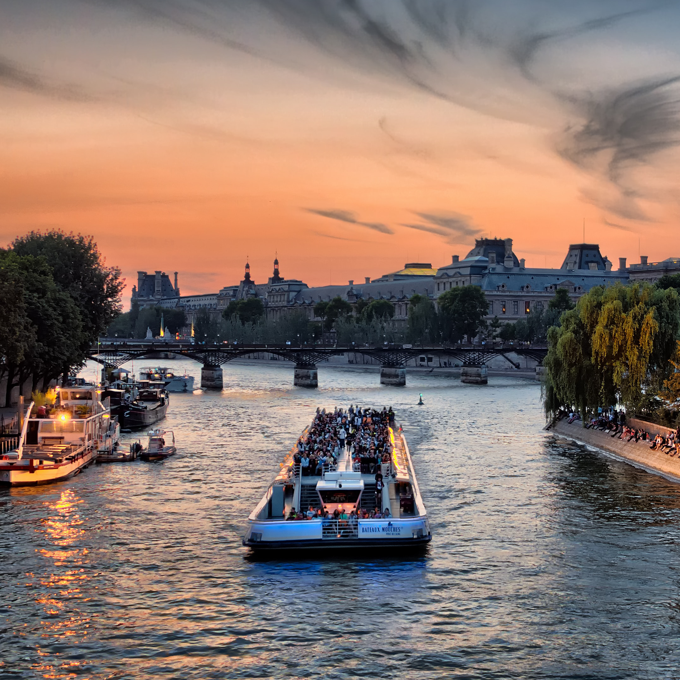 Boat rides on the River Seine