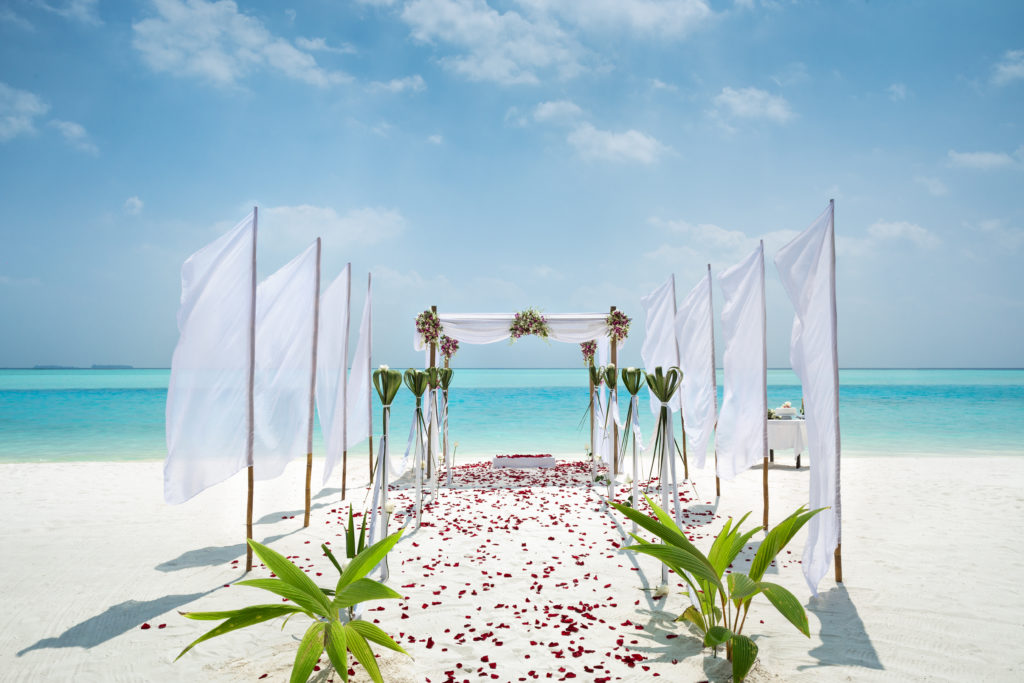 beach wedding ceremony in Maldives