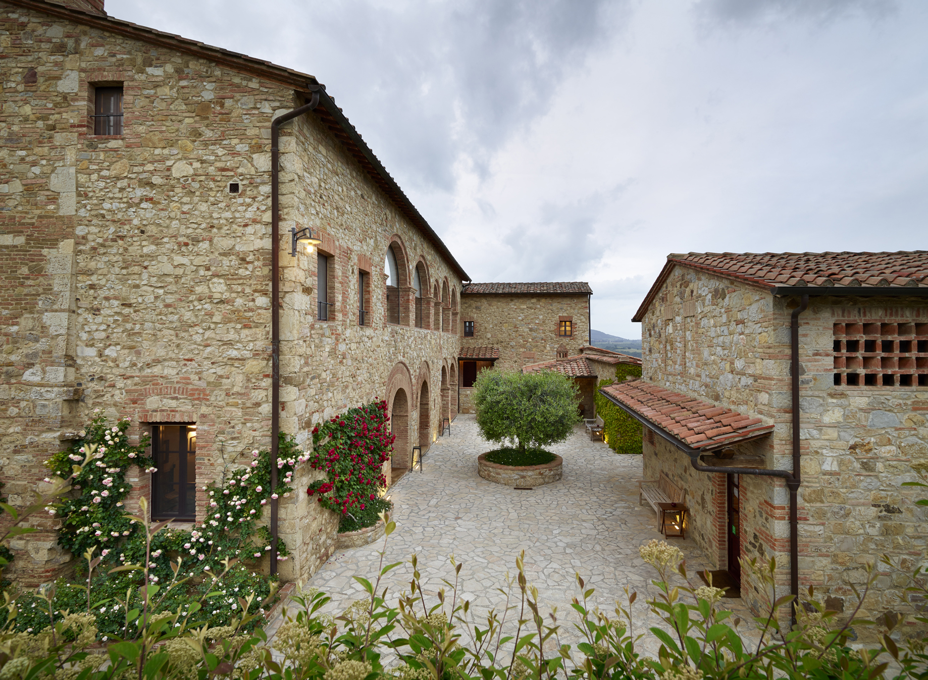 Destination and honeymoon wedding venue, Hotel Le Fontanelle, Tuscany