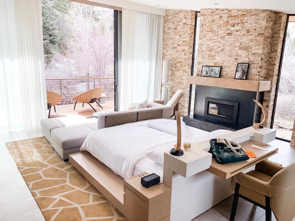 guest accommodations with view of mountains