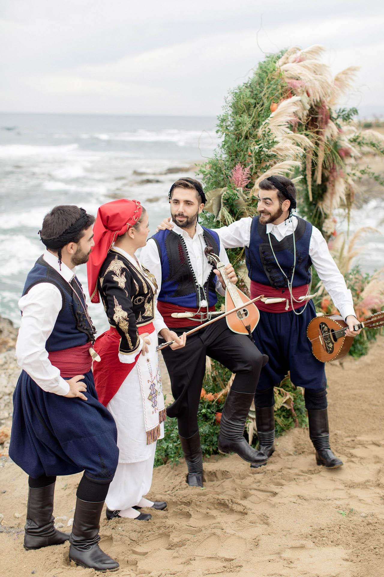 Greek entertINMENT