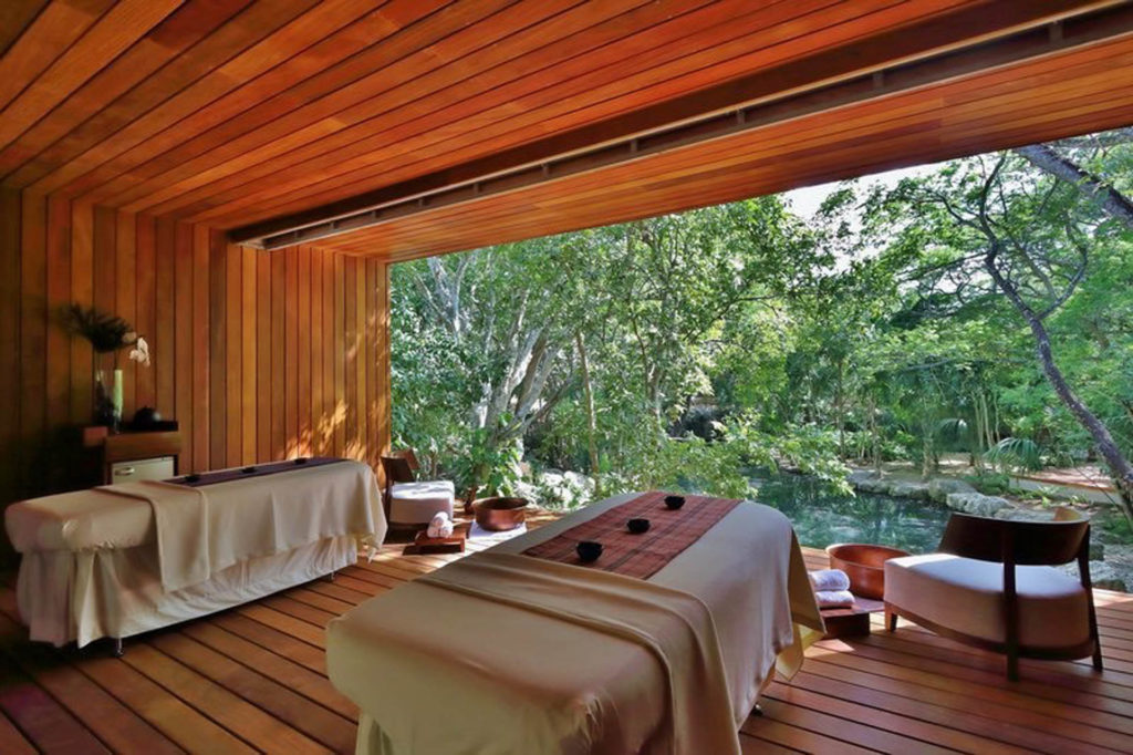 Couples spa suite without walls