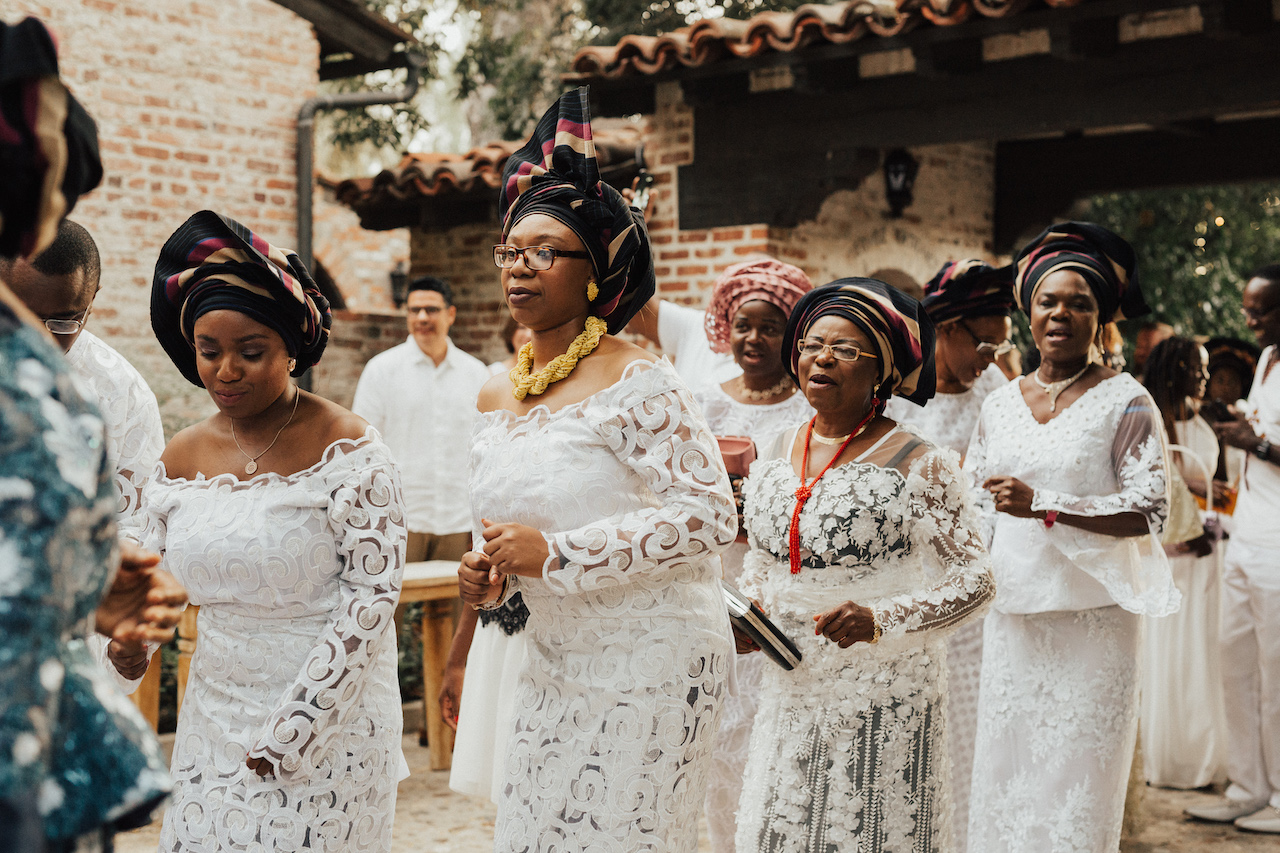 Nigeerian wedding guests dressed in white